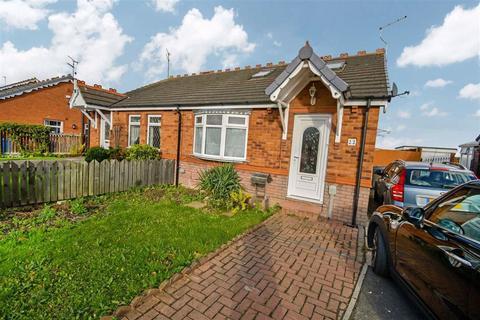 3 bedroom semi-detached bungalow - Rainham Close, Hull, East Yorkshire, HU8