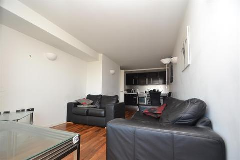 2 bedroom flat to rent - Riverside Way, Leeds