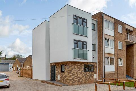 3 bedroom townhouse for sale - Mildmay Road, Chelmsford