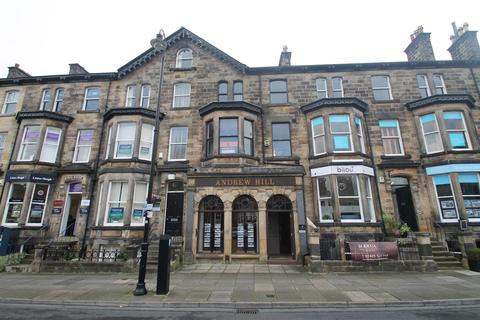 Property to rent - Princes Square, Harrogate