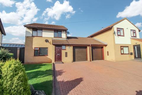 3 bedroom property to rent - Pinewood Avenue, North Gosforth, Newcastle upon Tyne, Tyne and Wear, NE13 6QD