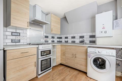 3 bedroom house - Moffat Road Tooting SW17