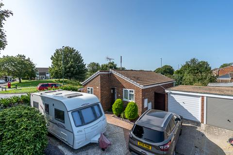 2 bedroom detached bungalow for sale - Addison Way, North Bersted, Bognor Regis, West Sussex, PO22 9HY