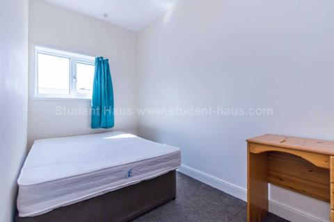 3 bedroom house share to rent - Welford Street, Salford, M6 6BB