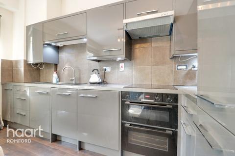 2 bedroom apartment for sale - High Street, Romford