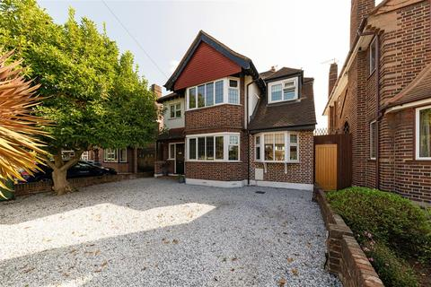 4 bedroom detached house for sale - Southwood Gardens, Hinchley Wood, Hinchley Wood