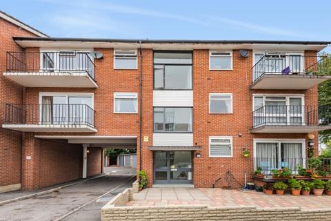 2 bedroom apartment to rent - Wickham Close New Malden KT3