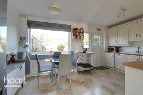 3 bedroom semi-detached house for sale - Nelson Avenue, Sheerness