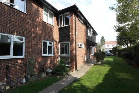 2 bedroom apartment for sale - Linley Crescent, Romford, RM7