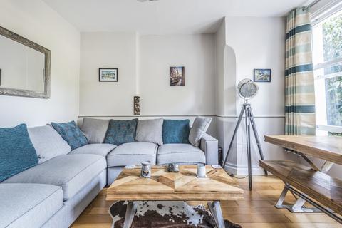 2 bedroom flat - Auckland Road London SE19