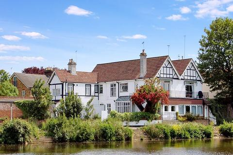 2 bedroom apartment for sale - Laleham Road, Staines upon Thames, Surrey, TW18