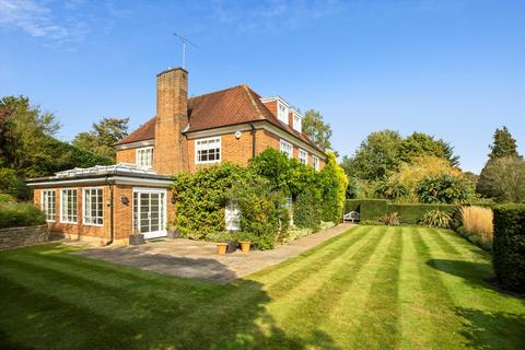 5 bedroom detached house - Clare Hill, Esher, Surrey, KT10