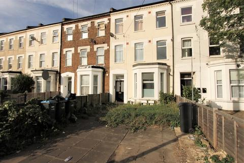 2 bedroom flat to rent - Church Street, London, N9