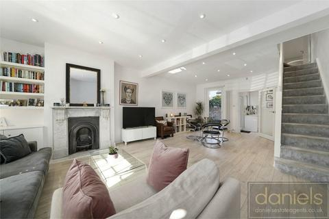 2 bedroom cottage for sale - Stoke Place, Willesden Junction, London
