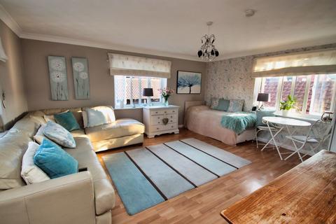 Studio to rent - South Woodham Ferrers, Chelmsford