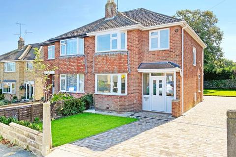 3 bedroom semi-detached house - Kingsley Close, Harrogate