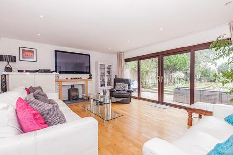 6 bedroom detached bungalow to rent - Cassington Road, Yarnton
