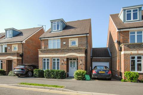 4 bedroom detached house for sale - Pentland Way, Ickenham