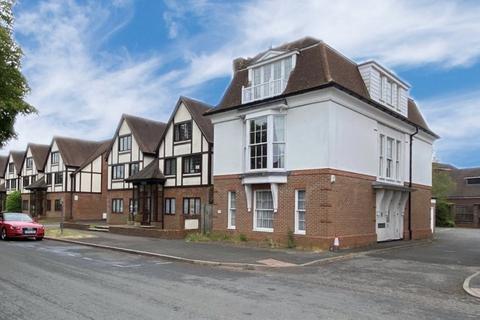 2 bedroom flat to rent - Warwick Road, Beaconsfield, HP9