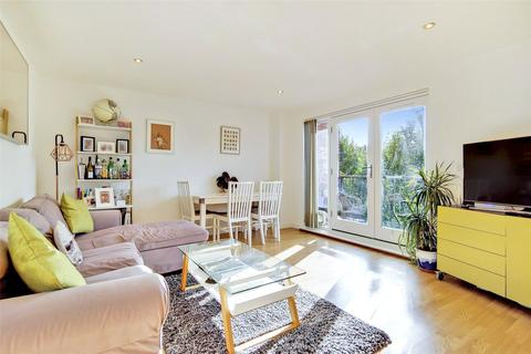 2 bedroom flat for sale - Ashvale Court, 2 Matilda Gardens, London, E3