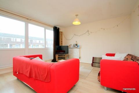 3 bedroom flat to rent - Creswick Walk, London