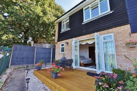 4 bedroom semi-detached house for sale - Cooks Close, Romford, RM5