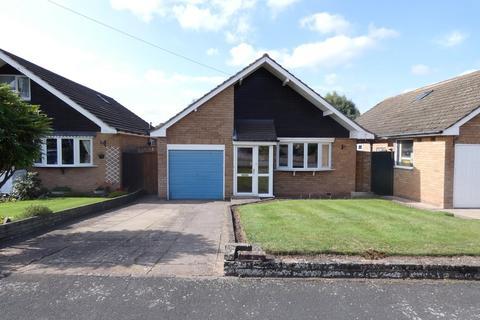 2 bedroom detached bungalow for sale - Hillside Road, Four Oaks