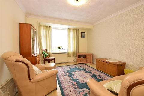 3 bedroom semi-detached house for sale - Hubbards Chase, Hornchurch, Essex