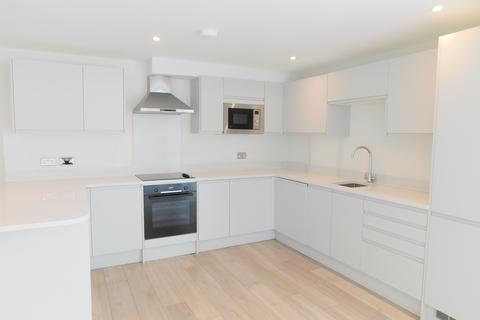 2 bedroom flat to rent - South street, Staines, TW18 4PW