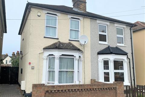 2 bedroom semi-detached house - Romford