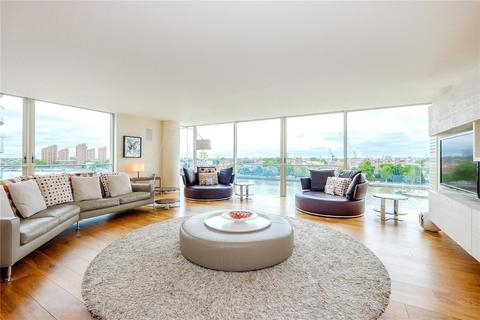 3 bedroom flat for sale - Hester Road, Battersea, London, SW11