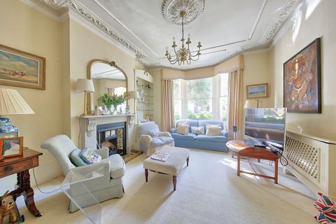 5 bedroom semi-detached house - Ouseley Road, London, SW12