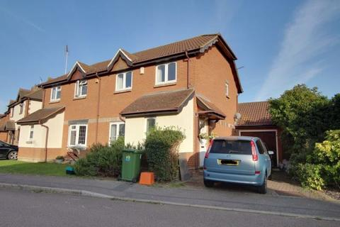 3 bedroom semi-detached house to rent - Ramsey Chase, Wickford