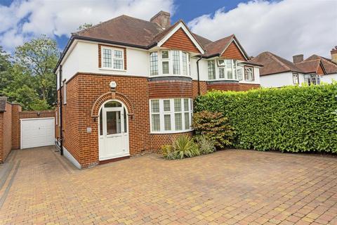 3 bedroom semi-detached house for sale - Roundwood Way, Banstead