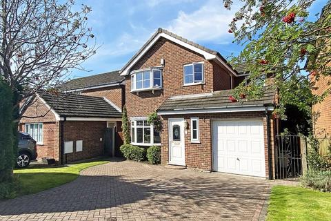 4 bedroom detached house - Downham Chase, Timperley, Cheshire