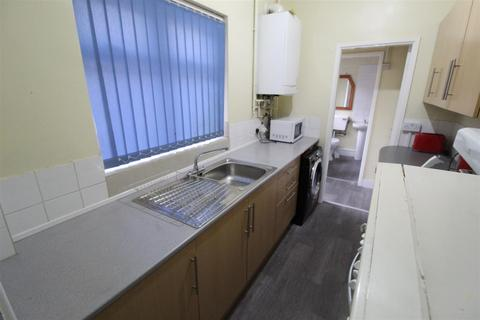 2 bedroom terraced house - Carmelite Road, Coventry