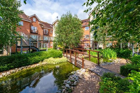 2 bedroom flat for sale - The Quadrangle, Lumley Road, Horley