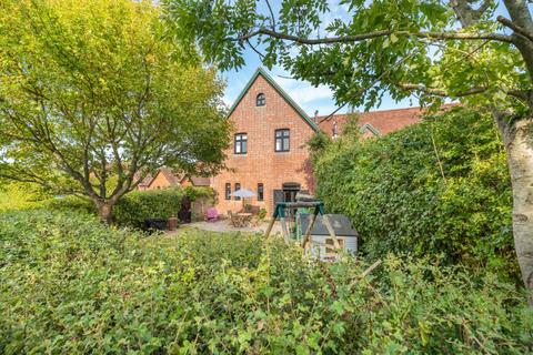 4 bedroom barn conversion for sale - Home Farm Close, Leigh