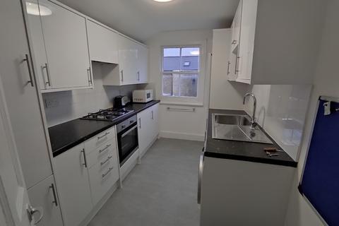 4 bedroom flat to rent - Mount View, N4