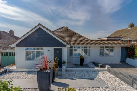 3 bedroom detached bungalow for sale - Crescent Drive North, Woodingdean, Brighton BN2