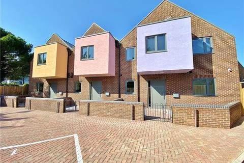 4 bedroom end of terrace house for sale - Islay Gardens, Hounslow, TW4