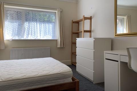 1 bedroom property to rent - Hales Drive, Canterbury, CT2
