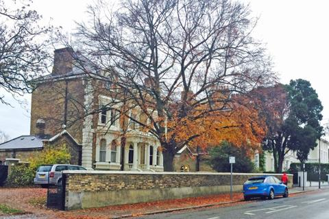 2 bedroom detached house to rent - London