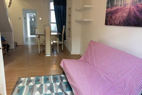 2 bedroom house to rent - Tavistock Road,Stratford, London, E15