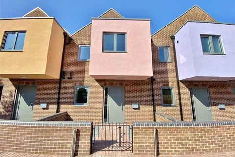 3 bedroom terraced house for sale - Islay Gardens, Hounslow, TW4