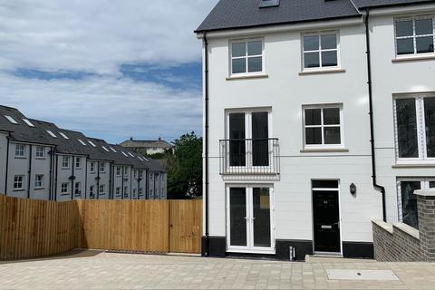 4 bedroom townhouse for sale - Kensington Gardens, Haverfordwest