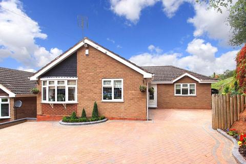 4 bedroom detached bungalow for sale - WOMBOURNE, Sunny Hill Close