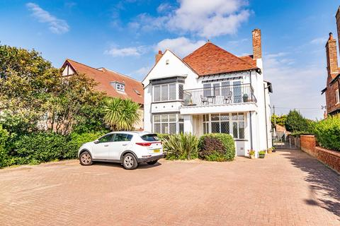 5 bedroom property for sale - Clifton Drive North, Lytham St Annes, FY8