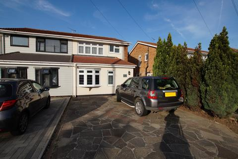 3 bedroom semi-detached house for sale - Grove Road, Rayleigh, SS6