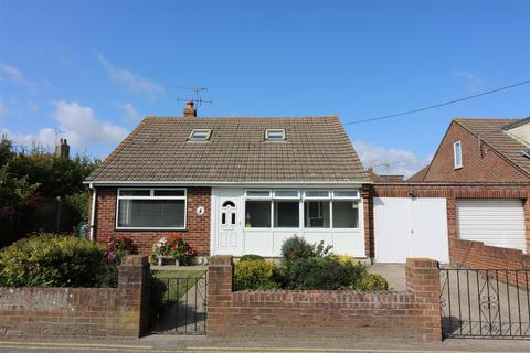 3 bedroom bungalow for sale - The Street, Worth, Deal